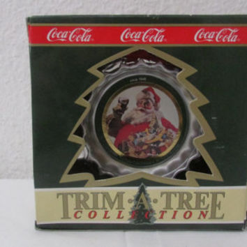 14-1016 Vintage 1990 Coca Cola Christmas Tree Ornament / Christmas / Tree Decoration / Coke / Coca Cola Santa Claus / Bottle Cap Decoration