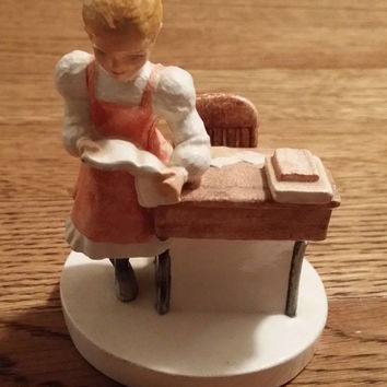 Vintage School Girl Desk Sebastian Miniatures Figurine 1981 1944/10000 Figure