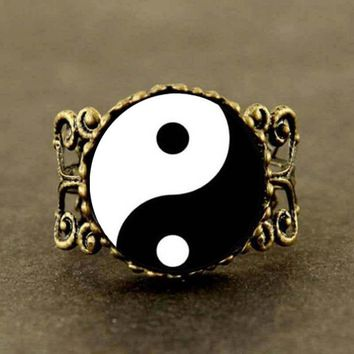 2017 New Trendy Yin Yang Ring Yinyang Round Ring Chinese Asian Symbol Jewelry Glass Cabochon Photo