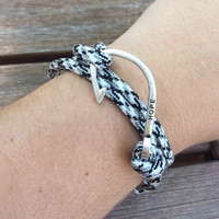 Fish Hook Paracord Bracelet
