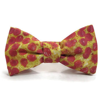 Pizza bowtie, Pepperoni pizza bowtie, Pizzaria, foodie bow tie, pizza gift, pizza accessory, food bowtie, cheese pizza necktie, food lover