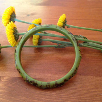 Circa 1950s/60s Lucite green bangle, black and gold pattern