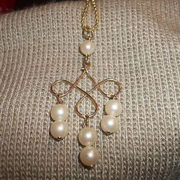 """Vintage Avon Pearl Bead and Gold Tone Pendant 30"""" Ball Chain"""