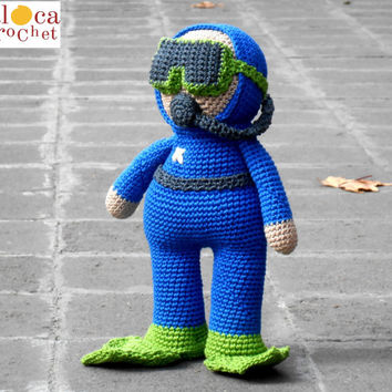 Scuba Diver Submariner amigurumi pattern. By Caloca Crochet.