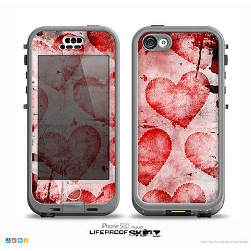 The Grunge Dark & Light Red Hearts Skin for the iPhone 5c nüüd LifeProof Case