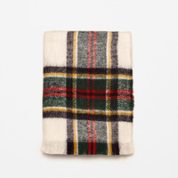 SUPER SOFT CHECKED SCARF DETAILS