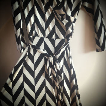 Long Sleeve Maxi Dress Black & White Chevron Pattern Long Length Fall Favorite Size Small, Medium, Large