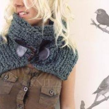 Hold Me Neckwarmer Green by LoveandKnit on Etsy