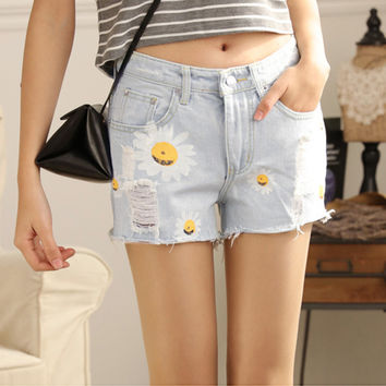 Hot Sale Summer Denim Shorts Women Daisies Printed Jeans Shorts Light Blue Hole Design Female All-match Casual Shorts Size M-XL