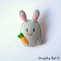 "Bunny felt brooch, grey, ""Jumper"""