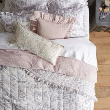 Latham Quilt by Anthropologie Grey
