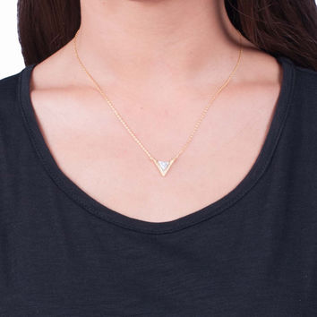 Dainty Tri Stone Necklace