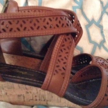 Solanz Selena Ankle Strap Gladiator Wedge shoes 7.5 M brown back zip toga beach