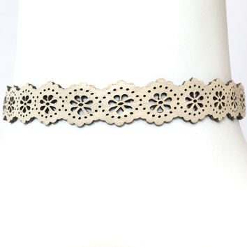Eyelet Choker Necklace In Cream
