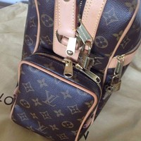 ONETOW LOUIS VUITTON MESSENGER TRAVEL UNISEX BAG PURSE LUGGAGE EXCELLENT CONDITION
