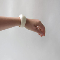 Vintage Plastic Bangle / Chunky Bracelet / Creamy White / Modern Monet / Minimalist / Space Age Jewelry