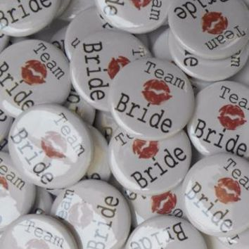 "10 X HEN PARTY NIGHT BADGES 1""(25mm)TEAM BRIDE KISS WEDDING TEAM BRIDAL SHOWER 