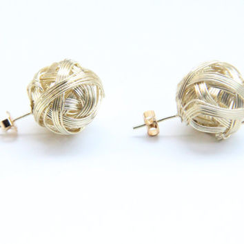 SPRING SALE - 20% OFF! Gold round wire metal Earrings