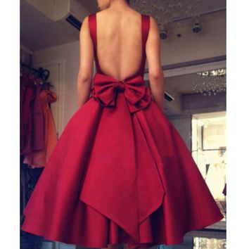 Burgendy Satin Cocktail Dresses 2017 A Line Appliques Backless robe de cocktail Short Party Gowns Red Carpet Celebrity Dress