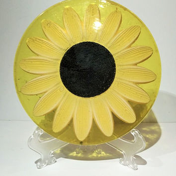 Vintage Lucite Trivet Sunflower GAMMA 1967, Lucite Yellow Daisy Sunflower Hot Pad or Trivet, Gamma Lucite Sunflower Hot Pad or Trivet