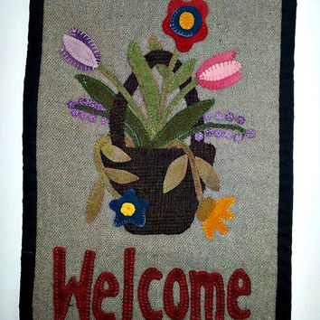 Wool Applique Wall Hanging, Penny Rug, Home decor, Wall Art, Wall Decor, Tapestry, Spring Decoration, Welcome Mat
