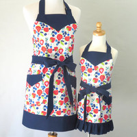 Mother and Daughter Strawberry Aprons, Mom and Daughter Matching Aprons, Strawberry Mommy and Me Aprons, Personalized Mother Daughter Aprons