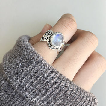 Silver Moonstone ring, rainbow moonstone ring, moonstone jewelry, boho ring, gypsy ring, Rainbow moonstone jewelry, bohemian ring, boho chic