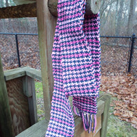 Extra long cotton Scarf in Pink and Navy, hand-woven in a houndstooth pattern, lightweight scarf, long scarf, pink scarf, handwoven, weaving