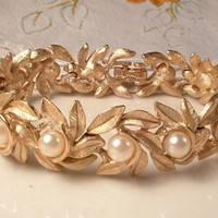 Vintage Ivory Pearl Brushed Gold Leaf Link Bridal Bracelet Designer Signed Wedding Woodland Leaves STUNNING