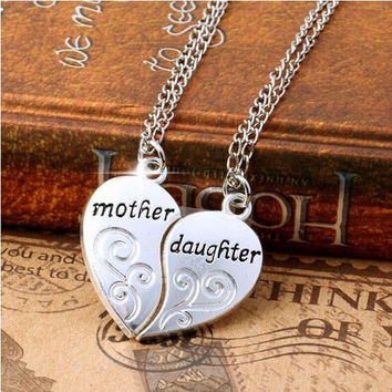 2PC/Set Hot Broken Heart Two Parts Silver Plated Mother Daughter Flower Pendant Necklace Fashion Jewelry Family Member Gift Mom