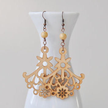 Openwork wooden natural color earrings