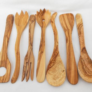Engraved Olive Wood Utensils : 1 Spaghetti spoon, 1 Spatula, 1 thin fork, 1 curved spoon set set, 1 sauce spoon, 1 cooking spoon, Wedding gift