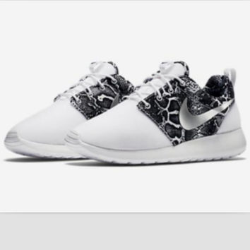 """NIKE"" Trending Fashion casual sports shoes White Scale"