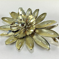 Gold Tone Flower Brooch, Large Flower Brooch, Figural Brooch, Nature Jewelry, Statement Jewelry, Flower Pin, Vintage Jewellery, Coro Jewelry