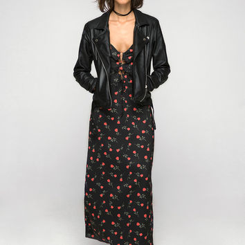 Athur Maxi Dress in Printed Satin Rose Black and Red by Motel
