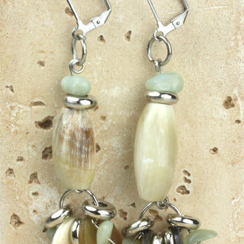 Horn earring with green quartz scales. NS-111