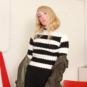 Black and White Striped Turtleneck Sweater / XS S