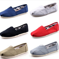 Hot sale women flats shoes fashion sneakers Simple men shoes casual shoes woman flat Plus size 35-45 Free Shipping women loafers