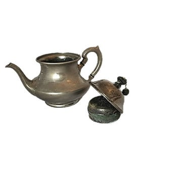 Antique Teapot |  Landers Frary and Clark |  Universal Tea Ball Tea Pot |  Built|In Infuser