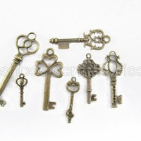 7 CleverDelights Vintage Style Skeleton Keys - Antiqued Finish - Pendant and Charms Key Set - Lot of 7 Pieces