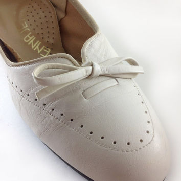Vintage White Leather Pumps by Enna Jetticks, Size 7 1/2
