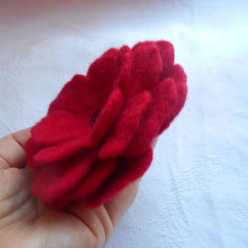 Red felt flower brooch, poppy felt flowers, felted brooch, handmade flower brooch, wet felt wool, pins,corsage, hair clip, wool accessories