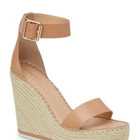 Ariana Wedge