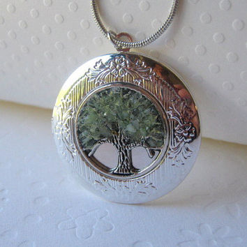 Birthstone Locket, August Birthstone, Birthstone Jewelry, Tree Locket, Round Silver Locket, Peridot Locket