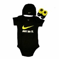 Infant Boy's Nike IBSP0623 Just Do It Three Piece Set Black 0-6 Months