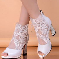Flower embroidery fish mouth sandals