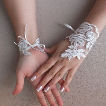 Free Ship, Bridal Glove, ivory, silver-embroidered lace gloves,  Fingerless Gloves, cuff wedding bride, bridal gloves, ivory,
