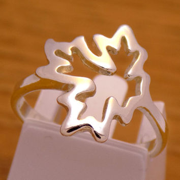 Vintage Solid Sterling Silver Maple Leaf Design Ring 925 Hallmark Amazing Stunning Charming Beautiful Handmade Handcrafted Size 6.25 US / M