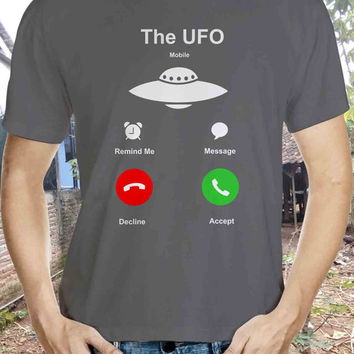 The Ufo - Alien It's Calling Me EXCLUSIVE  T-shirt iphone 6 call screen ON SALE