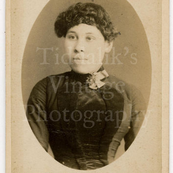 CDV Carte de Visite Photo Victorian Young Pretty Girl with Curly Hair Vignette Portrait by Symonds & Co. of Portsmouth England
